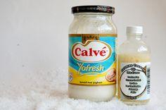 mayonaise kokosnoot olie haarmasker  1 op  1 , 30 min laten intrekken en hello shiney healthy hair!