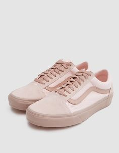 Old Skool from Vans in Mahogany Rose. Suede and canvas upper. Lace-up front with flat woven laces. Lightly padded collar. Iconic sidestripe at lateral and medial sides. Tonal stitching. Signature rubber waffle outsole. • Leather and textile upper • R