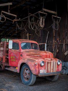 Farm truck, love the old school rust bucket look.   www.dieseltees.com #farmtruck #schooltruck #junkertruck