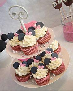 pops how to make Minnie maus theme Birthday celebration Cupcakes Mini Mouse Cake Pops, Mini Cupcakes, Cupcake Party, Party Cakes, Cupcake Cakes, Disney Cupcakes, Bolo Da Minnie Mouse, Minnie Mouse Theme Party, Fiesta Cake