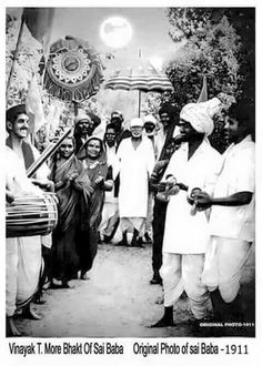 We have here some of the original Sai Baba Photos for you to take a look at and share. Check out the best of Shri Sai Baba Images in HD here. Sai Baba Pictures, God Pictures, Rare Images, Rare Photos, Hd Images, Sai Baba Hd Wallpaper, Mobile Wallpaper, Shirdi Sai Baba Wallpapers, Sai Baba Quotes