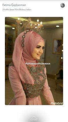Hijab model hijab u pesta Wedding Hijab Styles, Hijab Wedding Dresses, Hijab Bride, Formal Dresses, Hijab Gown, Turban Hijab, Hijab Outfit, Hijab Elegante, Hijab Chic