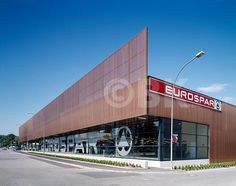 spar supermarket architecture - EuroSpar: Industrial Architecture, Concept Architecture, Facade Architecture, Geronimo, Cafe Exterior, Strip Mall, Timber Buildings, Mall Design, Glass Facades