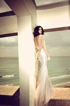 gorgeous backless wedding dress