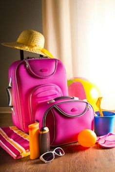 Bed bugs can ride home in your suitcase. If you're staying in a hotel or motel, keep these bed bug travel tips in mind. Home Health Remedies, Bed Bugs, Disney World Vacation, Home Hacks, Travel Tips, Motel, Bags, Suitcase, Traveling