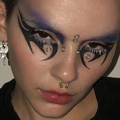Punk Makeup, Gothic Makeup, Grunge Makeup, Eye Makeup Art, No Eyeliner Makeup, Crazy Makeup, Makeup Inspo, Makeup Inspiration, Eyeliner Ideas