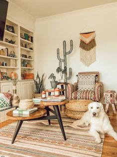 This Dallas home has boho decor, plenty of desert, southwestern elements and gorgeous natural light. We love the bright green elements in the bedroom, the geometric tile in the bathroom and the woven wicker furniture throughout. Boho Chic Interior, Bohemian Bedroom Design, Interior Design, Modern Bohemian Decor, Bohemian Chic Home, Boho Style Decor, Bohemian House, Bedroom Inspo, Southwestern Decorating