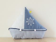 Nautical: Sailboat toy or pillow PDF sewing pattern and tutorial Sewing Toys, Baby Sewing, Sewing Crafts, Pretty Toys Patterns, Sewing Patterns, Sewing Stuffed Animals, Stuffed Toys Patterns, Sailboat Craft, Summer Decoration
