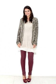 Calça resinada Zara, tricô DKNY, blazer acervo, sandália zara e brincos GISELE AYRES.