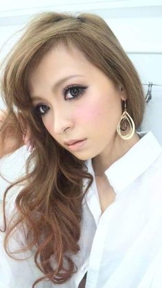 Narumi and her eye-opening make (Onee Gyaru tag)