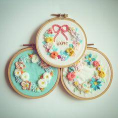 3종셋트 . .  #꽃자수 #프랑스자수 #서양자수 #입체자수 #embroidery #woolstitch #수틀 #꽃 #자수타그램 #stitch #flower #자수 #handmade #handembroidery#리스#embroideryhoop #stitching #손자수#hoopart #hoop