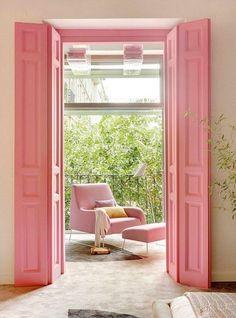 Es cierto que el color rosa se utiliza mucho en dormitorios. Pero quién dice que no lo puedes utilizar en baños cocinas y salas .