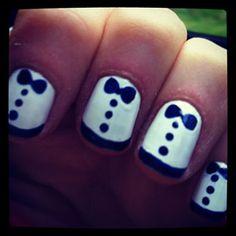 zoey deschanel's tuxedo nails!