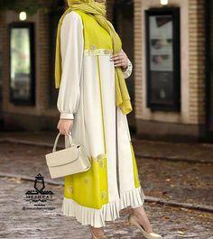 Modern Hijab Fashion, Abaya Fashion, Muslim Fashion, Modest Fashion, Green Satin Dress, Satin Dresses, Mode Abaya, Mode Hijab, Hijab Styles
