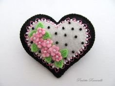 Felt Heart Pin ♡ by Beedeebabee on Etsy Felt Embroidery, Felt Applique, Felted Wool Crafts, Fabric Hearts, Barrettes, Heart Crafts, Felt Christmas Ornaments, Felt Brooch, Felt Fabric