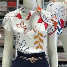 Blusa Ludmila crepe print♥️ ⚪️R$139,90 ⚪️Tam PM 🛑COMPRE CLICANDO NA FOTO ⚪️COMPRAS PELO SITE ⬇️ www.sibellemodas.com.br ⚪️PARCELAMOS NO CARTÃO EM 06 X SEM JUROS ⚪️ A VISTA 8% DESCONTO ⚪️Duvidas (11) 941531111 Girl Outfits, Casual Outfits, Cute Outfits, Fashion Outfits, Womens Fashion, Cute Fashion, Skirt Fashion, Baby Frocks Designs, Girls Blouse