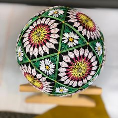 Japanese Embroidery, Embroidery Art, Embroidery Stitches, Embroidery Patterns, Temari Patterns, Christmas Centerpieces, Japan Art, Embroidery Techniques, Craft Patterns