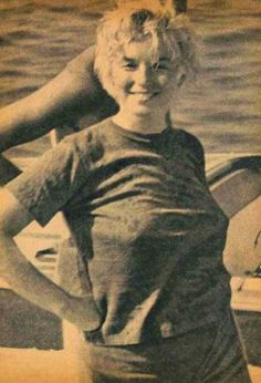 Marilyn vestida muy simple y hermosa siempre.