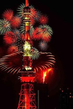 Fireworks at the Tokyo Tower, Japan!