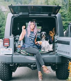 Girls Who Drive Jeep Wrangler - Bing images Jeep Wrangler Girl, Jeep Wrangler Unlimited, Jeep Wranglers, Car Pictures, Senior Pictures, Jeep Photos, Senior Photos, Jeep Life, Dog Photography