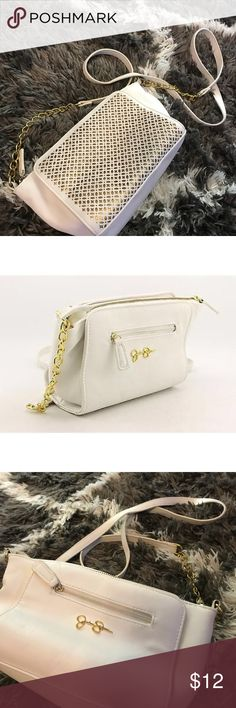 Jessica Simpson Faux Leather Messenger Purse JS white messenger purse. Perfect for upcoming spring; a day out. Jessica Simpson Bags Crossbody Bags