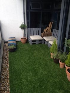 6 Buoyant Clever Tips: Artificial Grass California artificial plants outdoor house.Artificial Plants Tips artificial flowers cleanses. Small Balcony Garden, Terrace Garden, Small Patio, Terrace Ideas, Balcony Gardening, Condo Balcony, Garden Water, Garden Plants, Garden Ideas