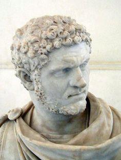 El final de Ròmul : Ròmul va governar Roma durant 40 anys . Un día estaba revisant les seves tropes en el Camp Marcio , quan de sobte va arribar una tempesta amb trons i una núvol espès va fer desaparèixer a Ròmul i ningú el va tornar a veure .