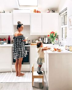 I've been dreaming of this moment all my life, sharing my kitchen with my little girl, the way she tries to imitate things she sees me… Mom And Baby, Mommy And Me, Baby Kids, Complicated Love, Family Goals, My Little Girl, Beautiful Family, Kind Mode, Family Pictures