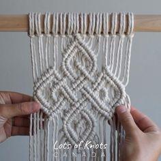 Macrame Design, Macrame Art, Macrame Projects, Macrame Knots, Macrame Wall Hanging Patterns, Macrame Plant Hangers, Macrame Patterns, Art Macramé, Half Hitch Knot