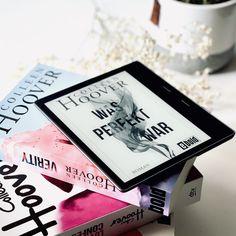 """Der Roman """"Was perfekt war"""" von Colleen Hoover ist tiefgründig, herzzerreißend, erschütternd und irgendwie auch bereichernd. #Rezension #Booklovin #Bookstagram -- Coverrechte: ©dtvVerlag Colleen Hoover, Read Books, Book Photography, Bookstagram, Cover, War, Reading, Instagram, Slipcovers"""