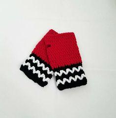 Twin Peaks The Black Lodge Themed gloves. https://www.etsy.com/listing/522581132/twin-peaks-fingerless-gloves-black-lodge