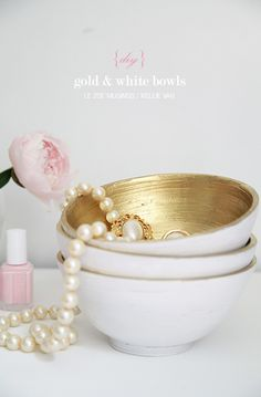 Transform any bowl into super chic gold/white ones for your jewelry organization or other knick-knacks. Takes a few minutes with spray paint!
