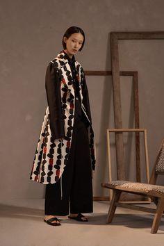 Claudia Li Pre-Fall 2019 Fashion Show Collection: See the complete Claudia Li Pre-Fall 2019 collection. Look 26 Claudia Li, Apron Dress, Vogue Russia, Couture, Fashion Show Collection, Fashion News, Fashion Photography, Kimono Top, Women Wear