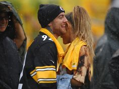 As Ariana Grande confirms Mac Miller split – see their love story in pictures - - Ariana Grande and Mac Miller have split up and our hearts are broken. Take a look at these photos to remember their cutest moments! Mac Miller Ariana, Celebrity Babies, Celebrity Couples, Ariana Grande Mac, Big Sean, Hollywood Life, Camila, Beautiful Celebrities, Foto E Video