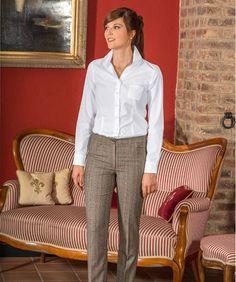 Damen-Schottenkaro-Hose, super elegantes Basic für kreative Outfits.  Ausgestattet mit Bund, Bügelfalte, 2 kleinen Stecktaschen und 2 Zierpaspeln an der Hinterhose. 100 % Schurwolle. Größe 34 – 46.  Braun-Rot 11-5 104 612 EUR 159,00