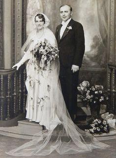 Bride Long Veil Bonnet Headpiece Antique Wedding Photo Chicago Early 1900s