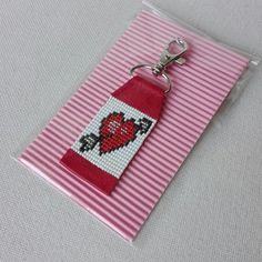 Loom Bracelet Patterns, Seed Bead Patterns, Bead Loom Bracelets, Beaded Jewelry Patterns, Beading Patterns, Paracord Bracelets, Love Keychain, Leather Keychain, Heart Keyring
