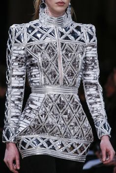 It's time to enlist in the Balmain army and you're going to need the uniform. Shop Balmain at Farfetch today for lashings of glitz and glamour. Style Haute Couture, Couture Fashion, Runway Fashion, Womens Fashion, Paris Fashion, Fashion Week, High Fashion, Fashion Show, Fashion Trends