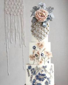 luxury wedding cake designers chain-like designs #weddingcakes