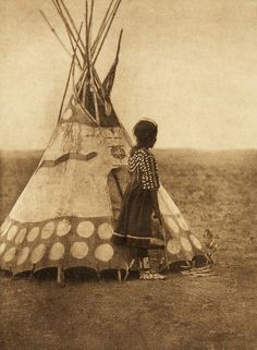 Edward S. Curtis's The North American Indian - volume 18 facing: page 106 A Piegan play tipi Native American Photos, Native American Tribes, Native American History, Native Americans, Indian Pictures, Native Indian, Native Art, First Nations, Nativity