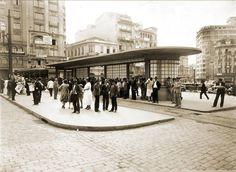 1935 - Abrigo para parada do bonde na Praça da Sé. abe3ac37151f