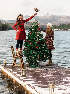 A Cozy Cabin Holiday - Classy Girls Wear Pearls Cabin Christmas, Family Christmas, Winter Christmas, Preppy Christmas, Christmas Trees, Poses, Flannel Dress, Classy Girl, Christmas Photography