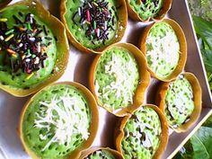 Wow Resep Martabak Mini Modal 10rb Jadi 30 Biji, Dijual 1rb Indonesian Desserts, Asian Desserts, Indonesian Food, Indonesian Recipes, Soft Bread Recipe, No Bake Granola Bars, Malay Food, Tart, Snack Recipes