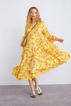 Vestidos Zara, Church Attire, Yellow Floral Dress, Modesty Fashion, Mom Dress, Zara Dresses, Beautiful Dresses, Floral Prints, Womens Fashion