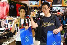 【大阪店】2014.10.11 名古屋から今日の京セラでのCSシリーズを観戦しに来られたお客様です!ついでに寄って下さいました^^帰られる前の急いでのおみやげ探しでしたが、いいお買い物できたでしょうか!?また大阪来たら遊びに来て下さい!