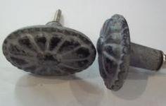 Ovale grijze knop met zwart