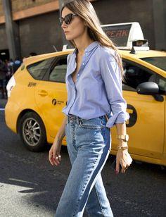 Avec son jean taille haute, sa chemise masculine et ses bijoux dorés, Giorgia Tordini a tout bon !