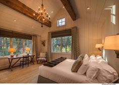 This beautiful mountain farmhouse design by Walton Architecture is located in the Martis Camp community of Truckee, California. Sierra Nevada, Country Decor, Rustic Decor, Haus Am See, Mountain Style, Mountain Modern, Warm Home Decor, Country Style Homes, Contemporary Home Decor