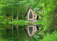 Chapel in the woods at Callaway Gardens in Pine Mountain, Georgia. Callaway is a garden like no other.a harmonious blend of what nature creates and man's manipulation of nature. Places To Travel, Places To See, Beautiful World, Beautiful Places, Peaceful Places, Beautiful Buildings, Simply Beautiful, Beautiful Gardens, Chapel In The Woods