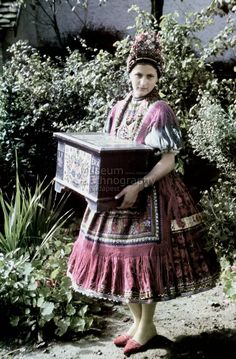 From Varalja, Hungary Costumes Around The World, Folk Dance, Lany, Folk Costume, People Of The World, Fashion History, Traditional Dresses, Hungary, Fascinator